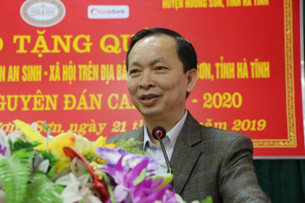 Công đoàn Ngân hàng Việt Nam thăm và tặng quà Hộ nghèo, gia đình chính sách và hỗ trợ xây dựng trường học tại Hà Tĩnh với tổng trị giá 3,75 tỷ đồng.